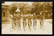 Chasseurs de l'Hôtel du Parc. Carte-photo, 1923 (coll. Cousseau)