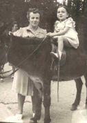 Christiane D. en promenade, vers 1949 (coll. part.)